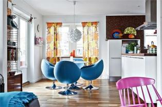 Skandináv családi ház színes terekkel