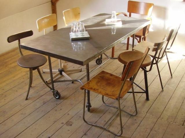 Nyolc szemelyes étkezőasztal görgőkkel