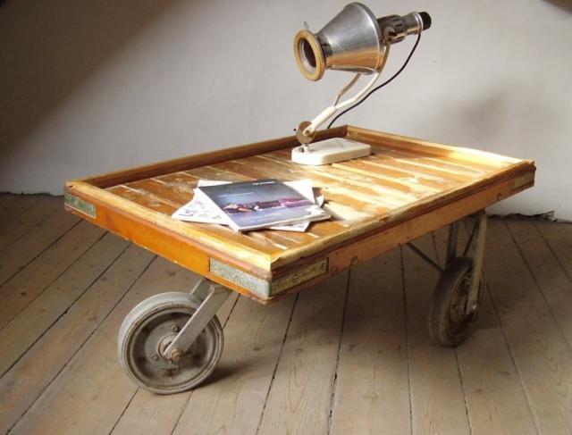 Szállítókocsiból készített asztalka