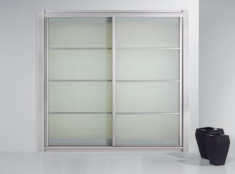Aluminium keretes tolóajtós szekrény, üveg betétes osztásokkal