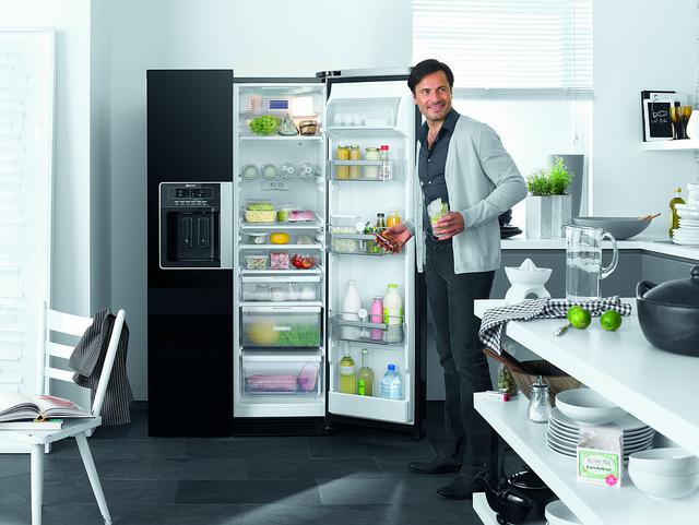 magasfényű KULT side-by-side Bauknecht szabadon álló hűtőszekrény