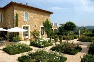 Toszkán mediterrán luxusvilla barokk bútorokkal