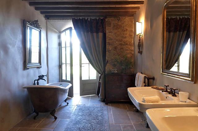 Barokk fürdőszoba lábaskád