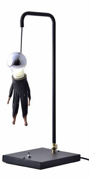 Akasztott figura lámpa