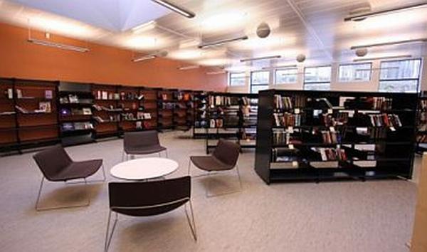 Könyvtár design bútorai