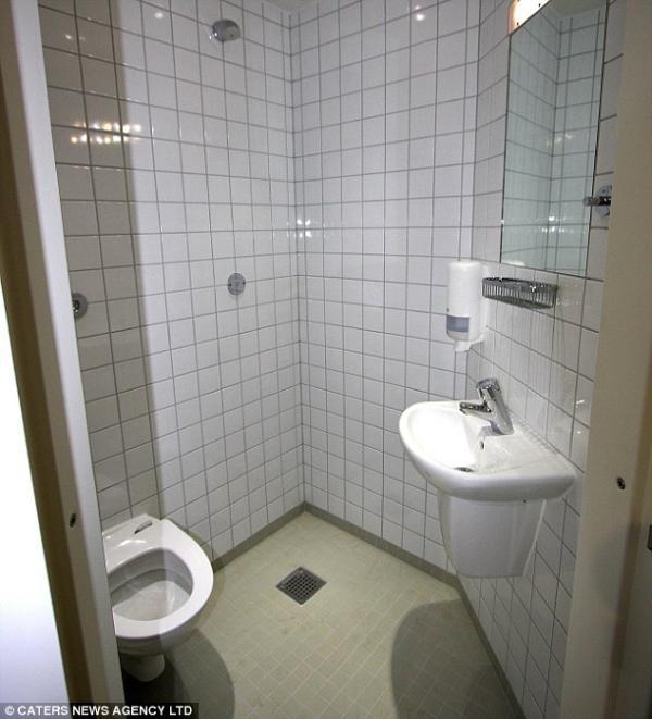 Csempézett mini fürdőszoba