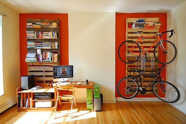 Fali kerékpártároló és könyvszekrény raklapból