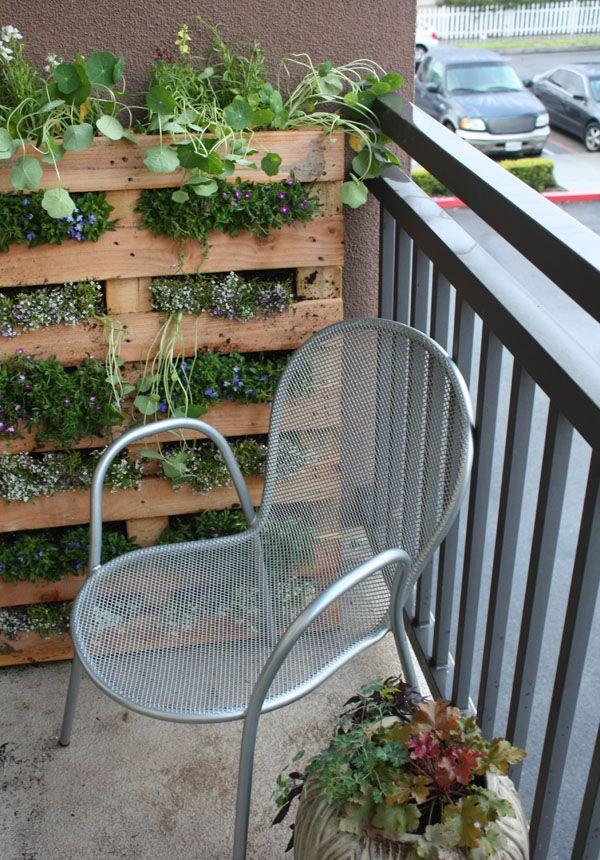 Növénytartó láda erkélyre teraszra raklapból