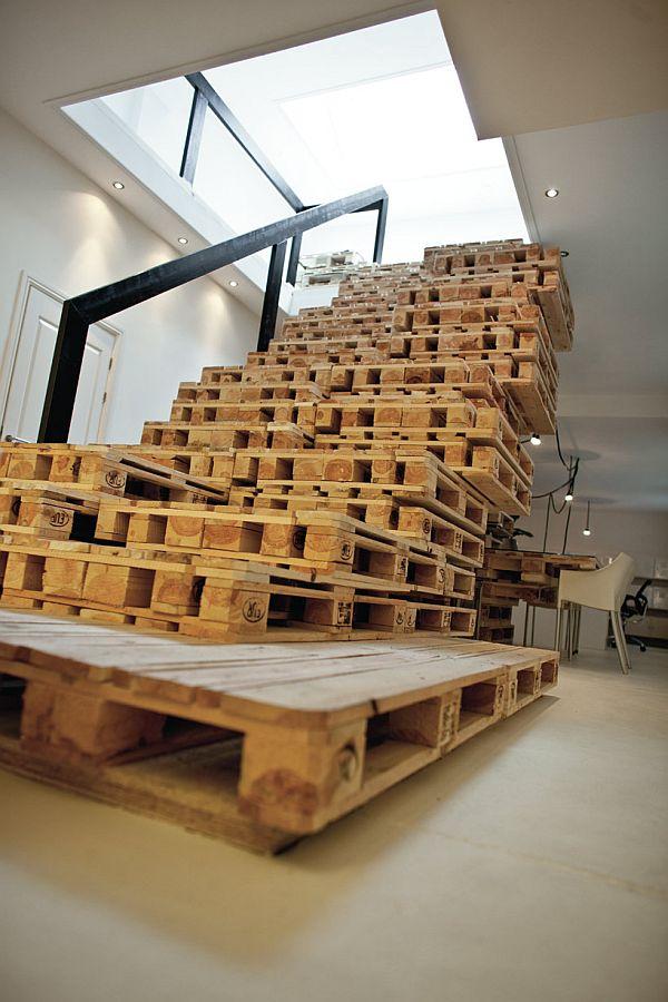 Egyedi fa lépcső készítése raklapból