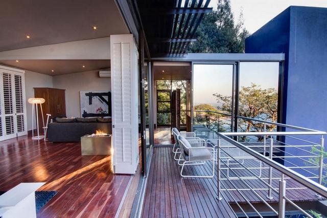 Panorámás hálószoba erkélykapcsolattal