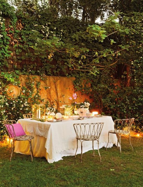 Lámpadekoráció mediterrán kertben