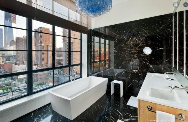 Fekete márvány fürdőszobai burkolat