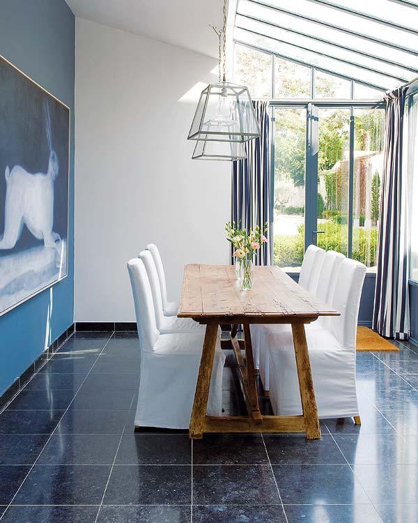 Régi fa étkezőasztal modern étkezőszék