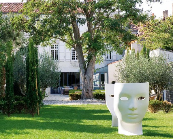 Régi francia ház modern kertje