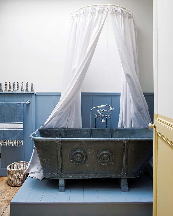 Régi vaskád fürdőszobában