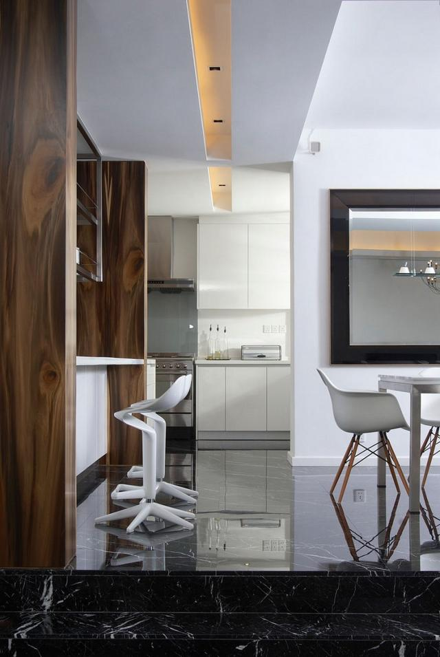 Eames fehér székek