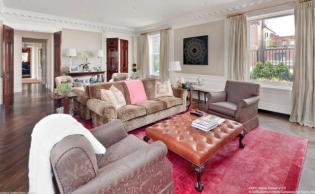 Luxus lakberendezés és klasszikus vonalak egy penthouse lakásban