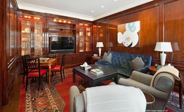 Modern penthouse lakás mahagóni falburkolat