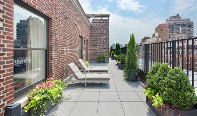 Modern penthouse lakás tetőterasza