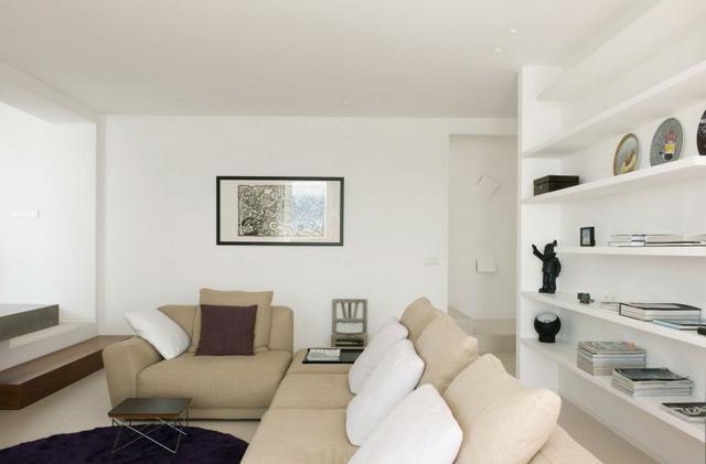 Natúr színű kanapé modern enteriőr