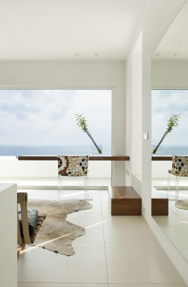 Állatbőr szőnyeg modern szék