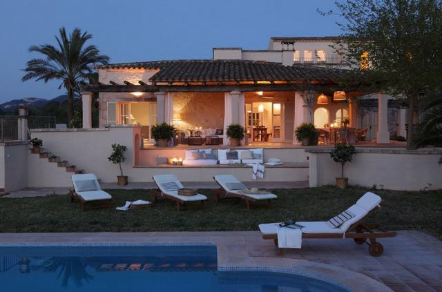 Mediterrán ház Mallorcán és medencés terasz