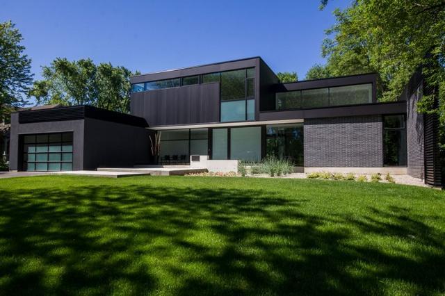 Modern kanadai kétszintes ház