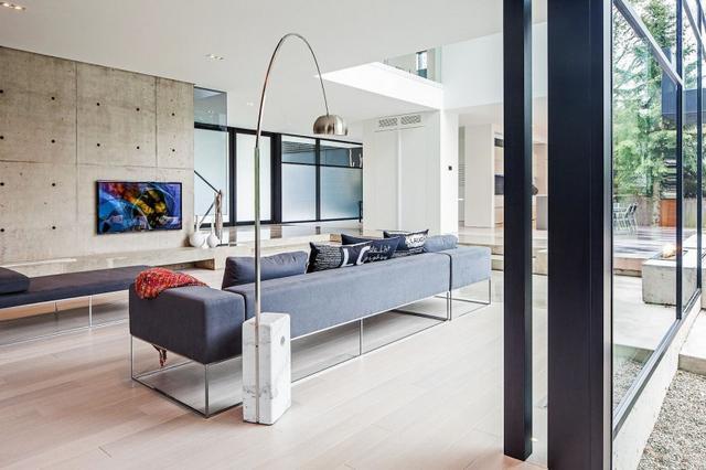 Csővázas kanapé modern beton falak