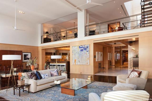 Galériás penthouse lakás