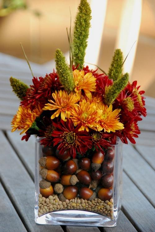 Őszi dekoráció mogyoróval lencsével virágokkal