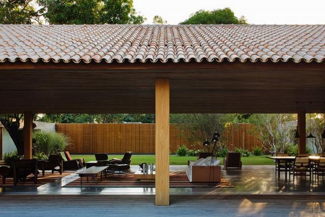 Nyitott terasz tetővel