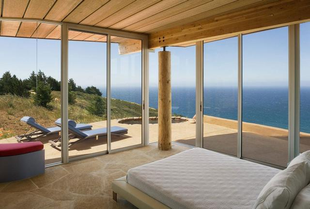 Hálószoba üvegveranda és napozóágy