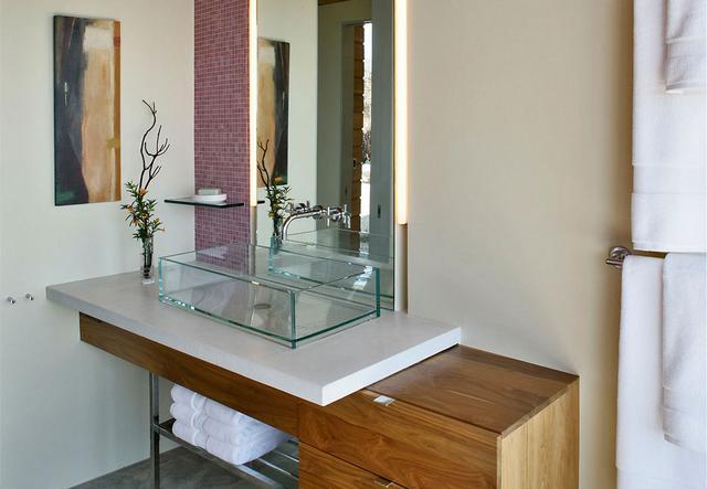 Kis méretű fürdőszoba üvegmosdó