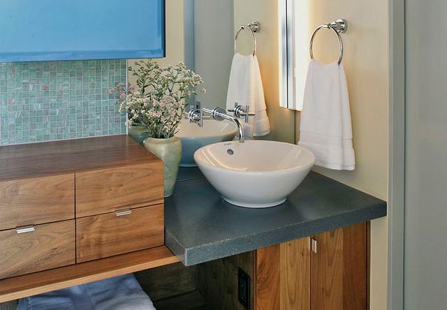 Kis méretű fürdőszoba mosdótállal