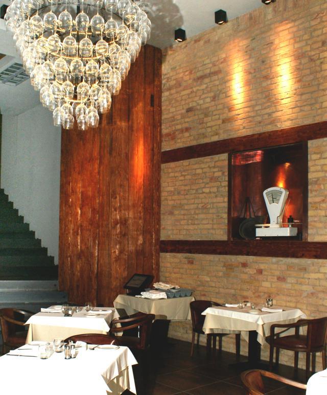 Modern olasz étterem hagyományos ételekkel