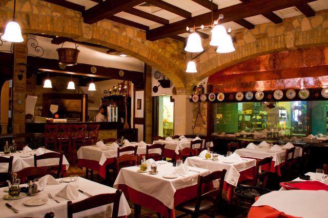 Rusztikus kockás terítős étterem