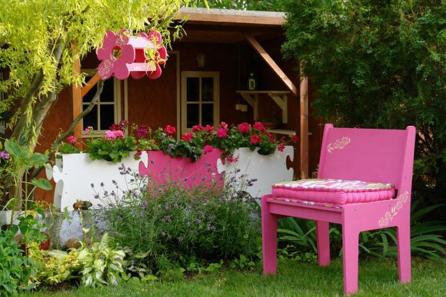 BeBird design madáretető, virágláda és kert bútor