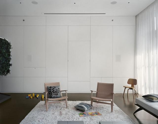 Fehér beépített nappali bútor