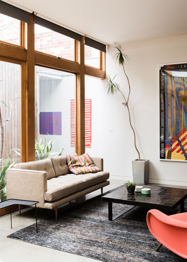 Egyszerű nappali modern kanapéval