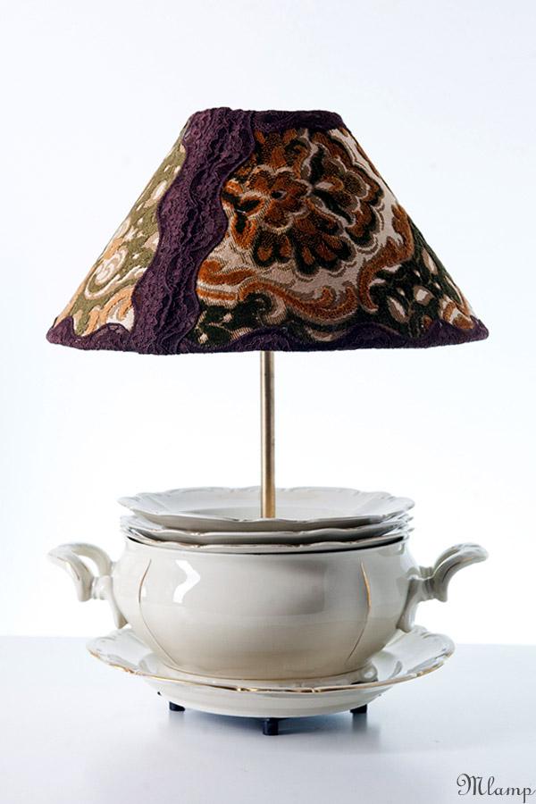 Porcelán asztali lámpa: Bavaria süteményes kínáló, leveses tál és mélytányérok.