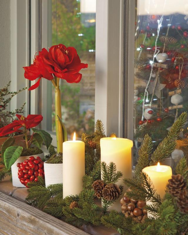 Karácsonyi dekoráció ablakpárkányra