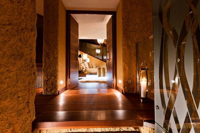 Luxus hálószoba folyosója parketta