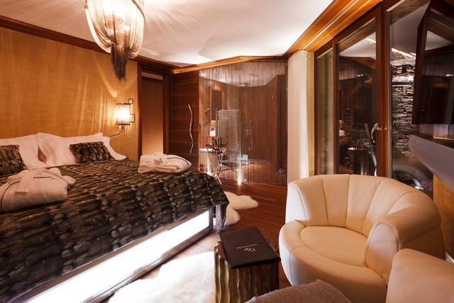 Luxus háló fehér bőr fotel este