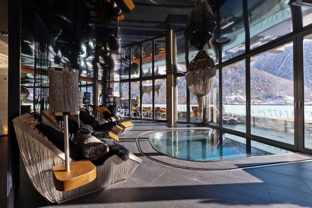 Svájci luxus faház spa wellness részleg