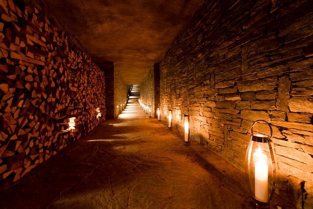 Alagaúton keresztül megközelíthető faház