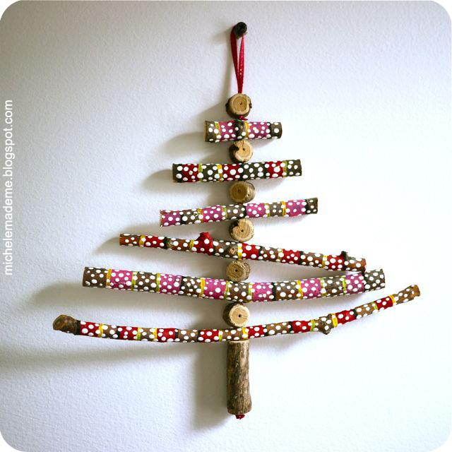 Karácsonyfadísz festett faágakból