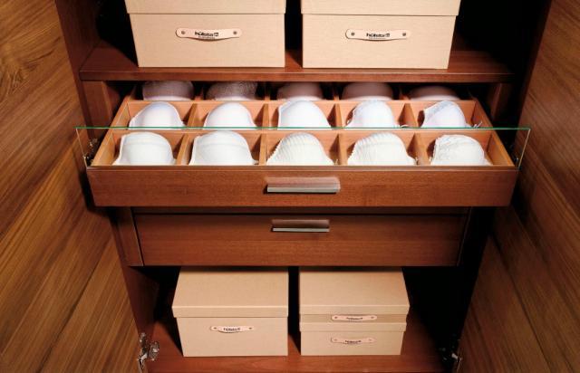 Melltartó tároló fiók gardróbszekrényben