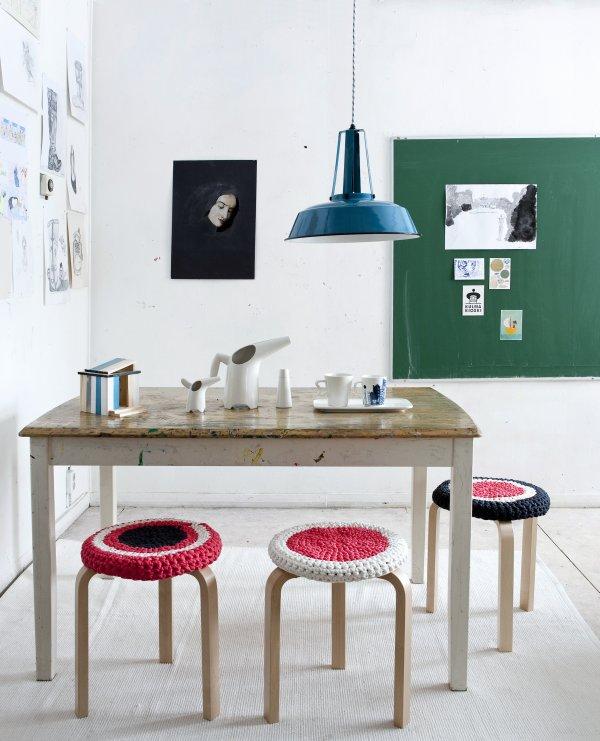 Design tárgy asztaldekoráció Ikea székek