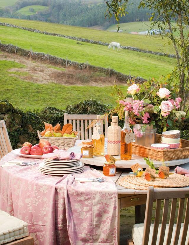 Kerti garnitúra és kerti asztaldekoráció