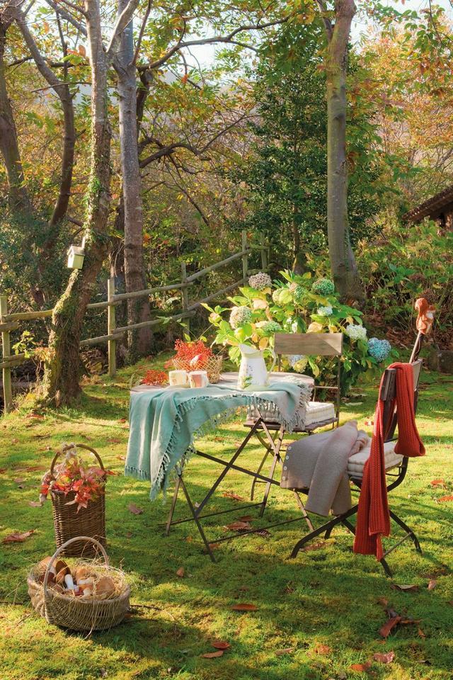 Fém kerti asztal és összecsukható kerti szék